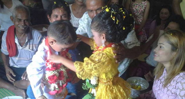 Three year old Thai twins get married